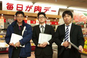パトロールに参加した各店の責任者。左から安堂畜産、ミコー食品、中央フード。