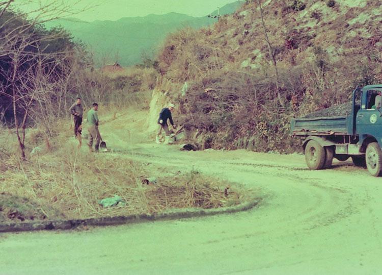 安堂グループの歴史物語第9話 小川を土管に換えて埋め込んで牧場への進入路を確保 写真
